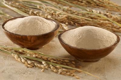 Bột cám gạo sử dụng để đắp mặt hay rửa mặt hàng ngày