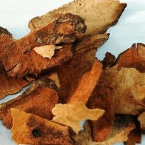 Củ kim cang dùng để tẩy độc cơ thể, bổ dạ dày, khoẻ gân cốt, làm cho ra mồ hôi, chữa đau nhức khớp xương
