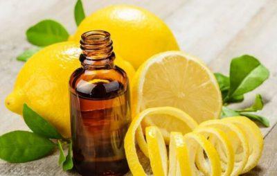 Tinh dầu chanh điều trị mụn, giảm đi lượng dầu thừa trên da.